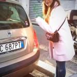 Elisa Bellino ha appiccicato lo sticker di emmat sulla sua auto