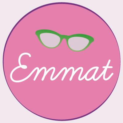 Emmat e i suoi inconfondibili occhiali
